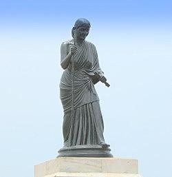 250px-statue_of_avvaiyar